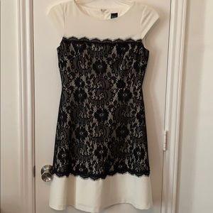 Saks Fifth Avenue White Dress Black Lace Size 4